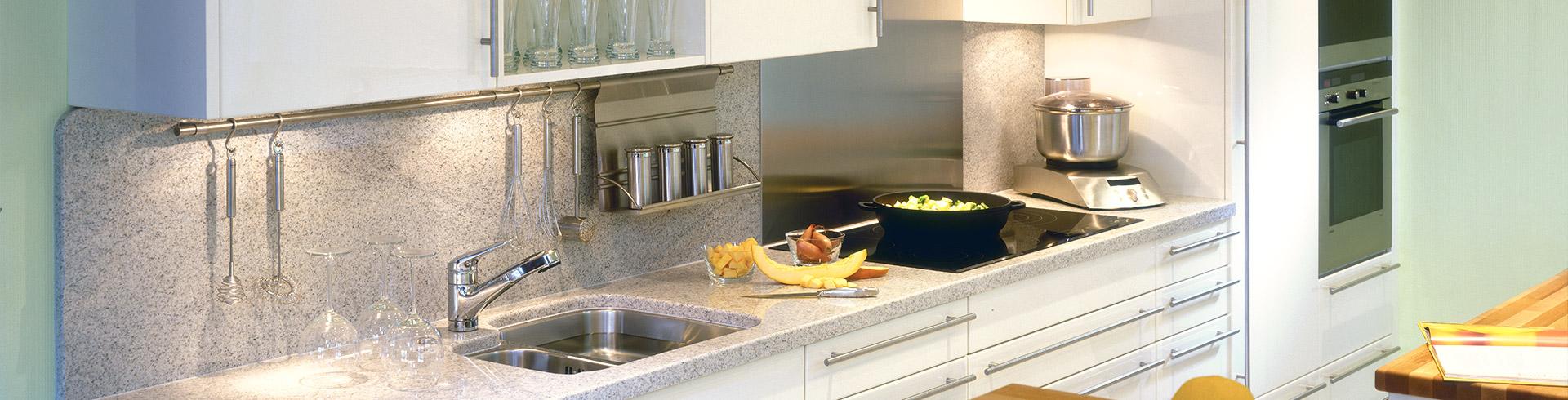 Die Arbeitsplatte aus Naturstein - Mittelpunkt der Küche